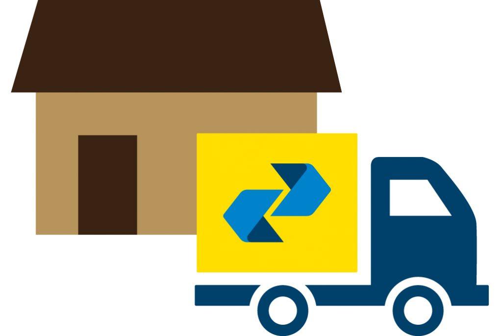 Caminhão de entrega dos Correios e uma casa